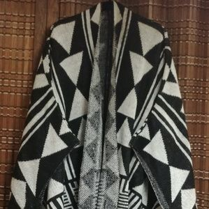 CHARLOTTE RUSSE (poncho)